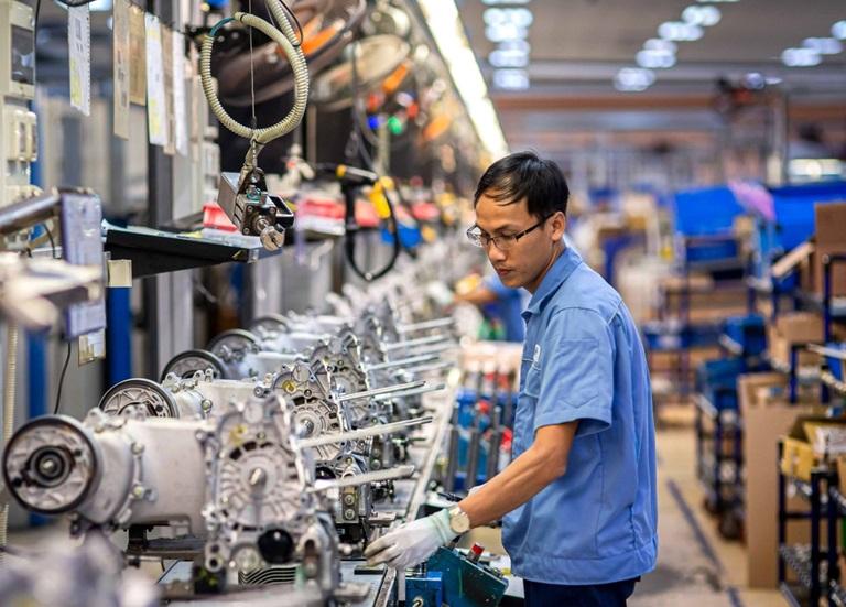 Dây chuyền lắp ráp xe máy công nghệ hiện đại tại Công ty TNHH Piaggio Việt Nam, KCN Bình Xuyên (Ảnh: Thế Hùng)