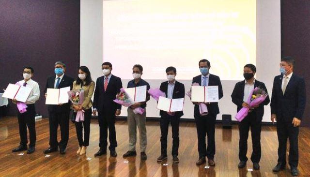 UBND TP. Đà Nẵng đã trao giấy chứng nhận đăng ký đầu tư cho 6 dự án đầu tư vào TP.Đà Nẵng