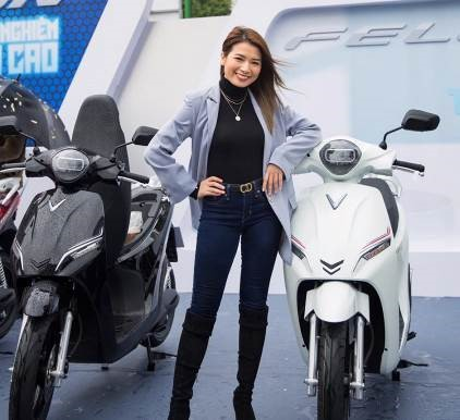 """Vlogger Pretty Much đã đánh giá Feliz là """"một trong những chiếc xe máy điện có trọng lượng nhẹ nhất, tiết kiệm nhiên liệu nhất và rất dễ điều khiển, lại không hề gây ra tiếng ồn khi di chuyển""""."""
