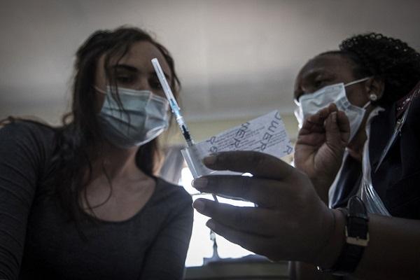 Số ca nhiễm virus SARS-CoV-2 trên thế giới vẫn tiếp tục tăng (Ảnh: AP)