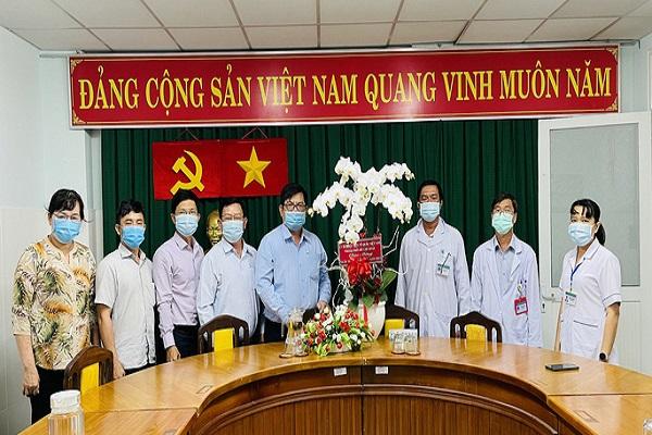 đại biểu Ủy ban MTTQ TP đến thăm bệnh viện điều trị bệnh Covid-19 huyện Cần Giờ