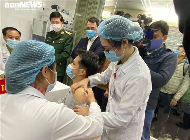 Dự kiến 50 tình nguyện viên đủ điều kiện về sức khoẻ sẽ được tiêm Nanocovax – vaccine phòng COVID-19 của Việt Nam