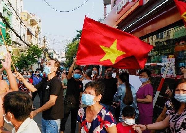 Người dân khu Mả Lạng, phường Nguyễn Cư Trinh, Quận 1 vỡ òa khi được dỡ phong tỏa vào ngày Mùng 4 Tết vừa qua