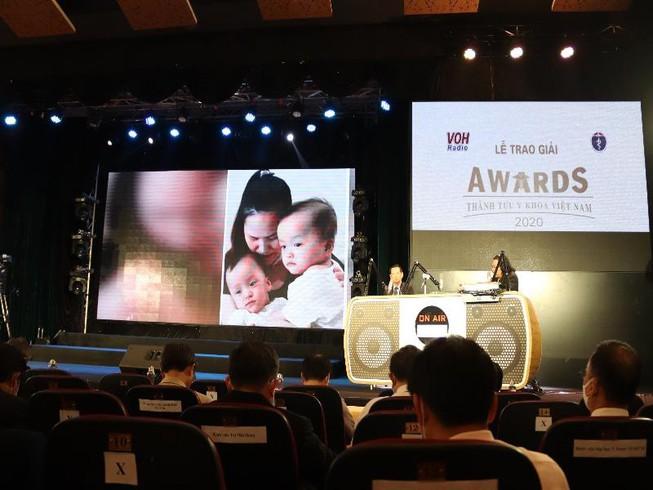 16 thành tựu y khoa ấn tượng năm 2020 đã được vinh danh tại Lễ trao Giải thưởng Thành tựu y khoa Việt Nam năm 2020 .