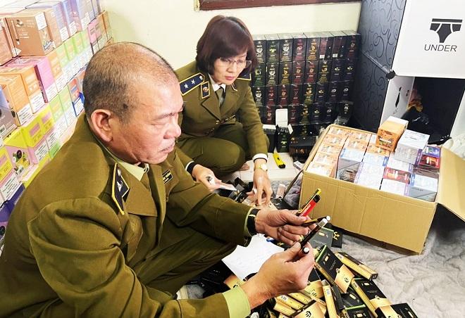 Lực lượng QLTT Hà Nội kiểm tra hàng hóa vi phạm