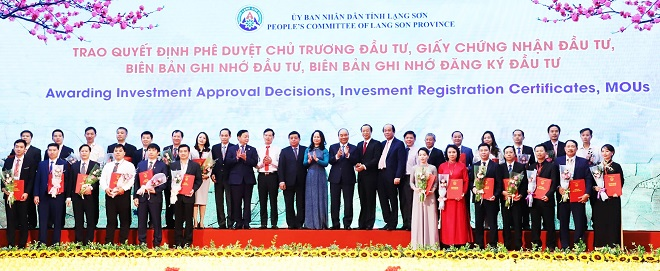 Thủ tướng Nguyễn Xuân Phúc cùng lãnh đạo tỉnh Lạng Sơn dự lễ trao Quyết định chủ trương đầu tư, GCN đầu tư… tới các nhà đầu tư