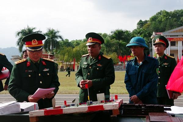 Thủ trưởng Bộ Chỉ huy Quân sự tỉnh kiểm tra giáo án, bài giảng mô hình huấn luyện năm 2021 của đơn vị