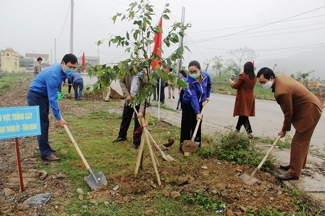 Thành đoàn TP Thanh Hóa đã tổ chức lễ ra quân hưởng ứng Tháng Thanh niên năm 2021 và thực hiện công trình trồng đường cây thanh niên.