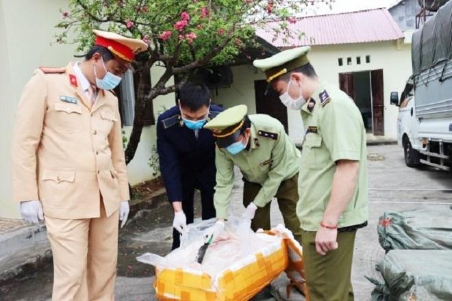 Ảnh: Lực lượng QLTT Lạng Sơn phối hợp bắt giữ vụ vận chuyển 2,5 tấn nầm lợn lậu