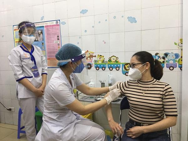 Hải Dương ưu tiên tiêm cho cán bộ y tế nữ trong ngày 8/3.