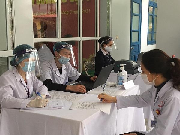 Hải Dương tiêm tiêm vaccine COVID-19 cho các cán bộ y tế