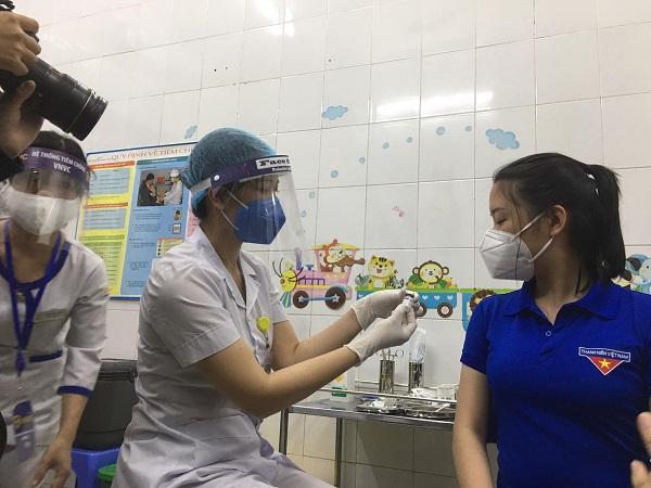 Đoàn thanh niên Phường Ái Quốc, TP.Hải Dương được tiêm vaccine Covid-19