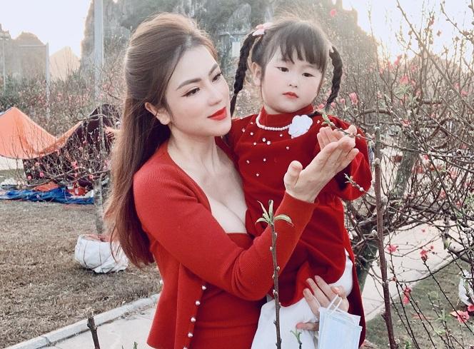 CEO Đinh Thiên Lý và con gái