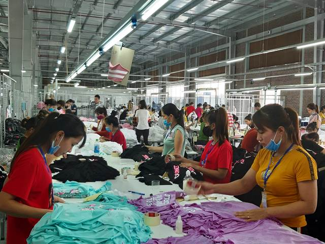 cung cấp các sản phẩm may mặc (quần short, quần dài, T-shirt, áo Knit-top, Jacket, Vest) và tạo việc làm cho người dân xã Liên Thành, huyện Yên Thành và các vùng lân cận