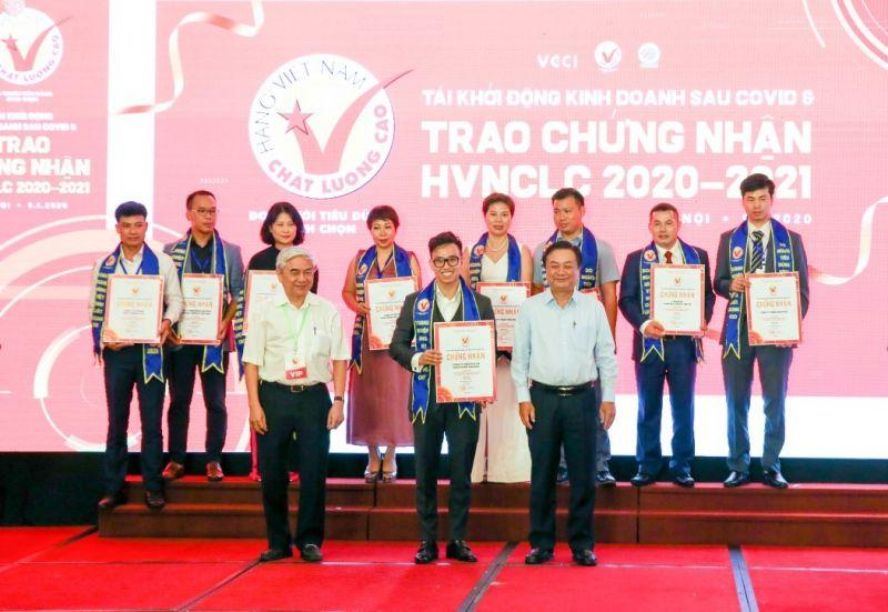 Thạc sỹ Nguyễn Minh Hoàng nhận giải thưởng Hàng Việt Nam chất lượng cao