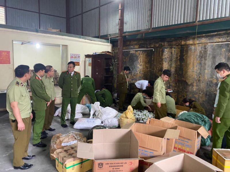 QLTT Hà Nam: Bắt quả tang cơ sở đang gia công, đóng gói lượng lớn thuốc đông y gia truyền nghi giả