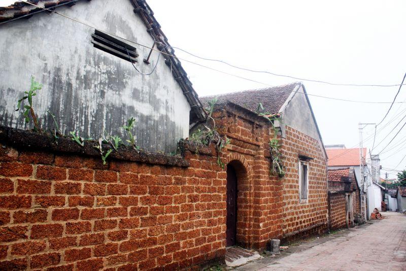 Đường Lâm có gần 1.000 ngôi nhà cổ, được xây dựng bằng loại vật liệu truyền thống của xứ Đoài