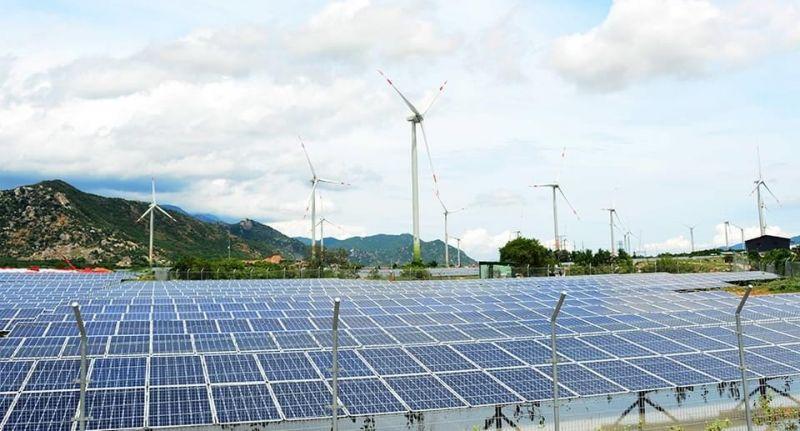 Điện mặt trời kết hợp điện gió của Công ty CP đầu tư xây dựng Trung Nam tại Ninh Thuận. Ảnh: EVN.