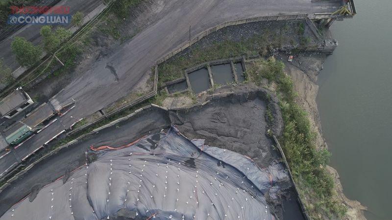 Hệ thống thu gom nước thải qua bể lắng rồi xả thẳng ra sông Diễn Vọng
