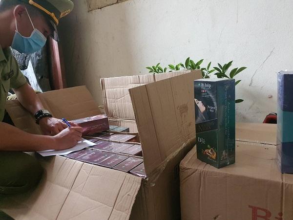 Tại đây có nhiều thùng hàng (sản phẩm) có in chữ BiBop bị thu giữ