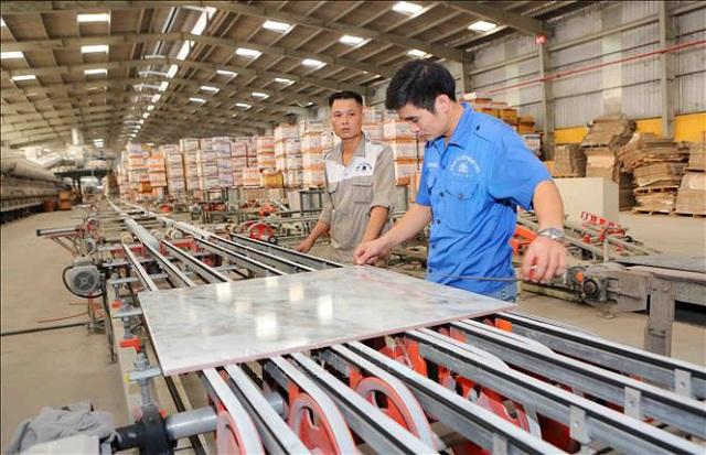 Sản xuất gạch cao cấp thương hiệu CMC trên dây chuyền của Italia và Tây Ban Nha