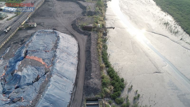 Đơn vị khai thác cảng giải thích việc không thực hiện nạo vét là do thủ tục nạo vét phức tạp và không có vị trí đổ thải?