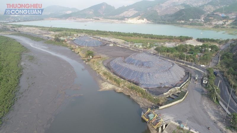 Sông Diễn Vọng bị bồi lắng bởi các cảng bến than và vật liệu xây dựng
