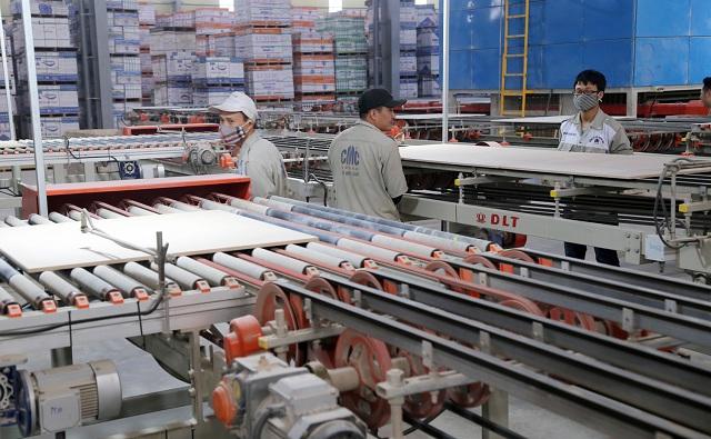 CMC tiên phong trong việc đầu tư dây chuyền thiết bị sản xuất gạch ốp lát hiện đại nhập khẩu từ châu Âu