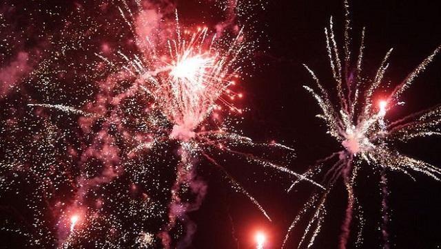 Bắn pháo hoa tầm thấp trong Lễ hội hoa và Lễ hội du lịch biển Sầm Sơn 2021