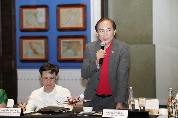 Phó Tổng Giám đốc Vietjet Tô Việt Thắng phát biểu tại toạ đàm.