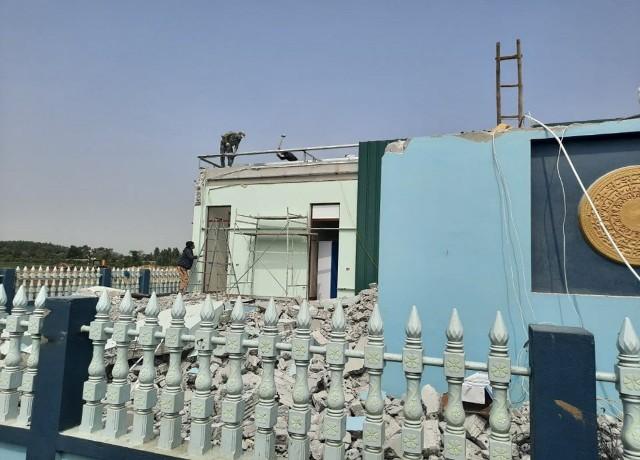 Phá dỡ nhiều hạng mục công trình khu nhà tạm để trả lại hành lang thoát lũ sông Hoạt