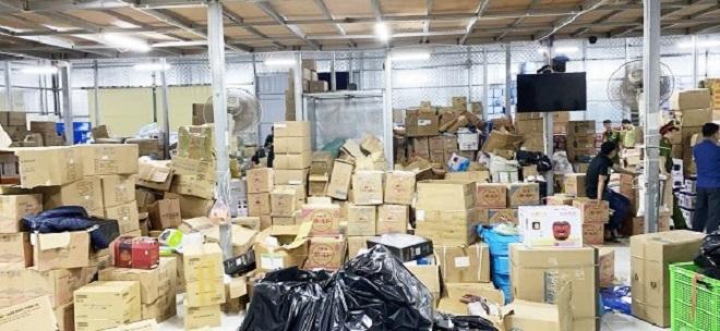 Lực lượng QLTT triệt phá kho hàng giả, hàng nhái lớn nhất từ trước đến nay tại Ninh Bình