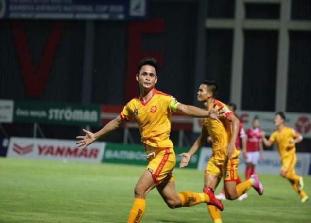Cú đúp của Hoàng Đình Tùng giúp Đông Á Thanh Hóa dành chiến thắng