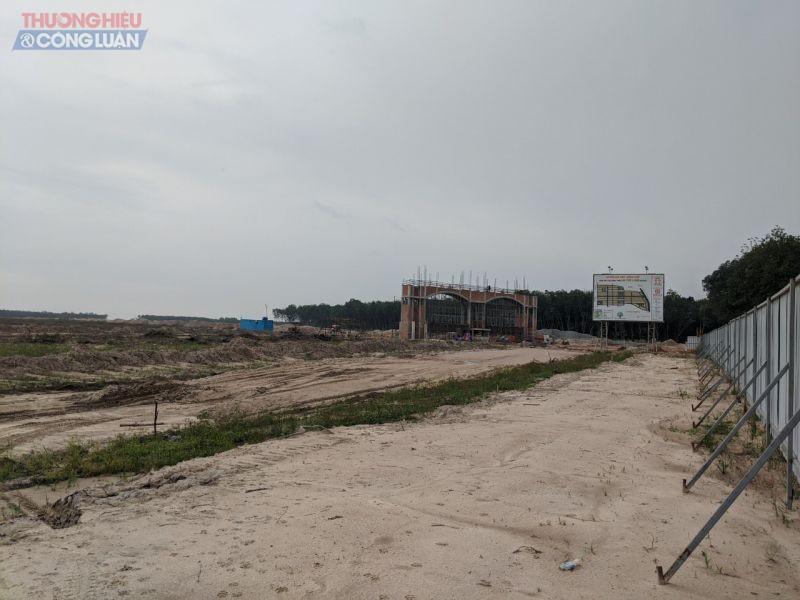 Công ty BĐS Hoàng Gia Phú chủ đầu tư dự án khu nhà ở nông thôn An Long trước khi bị chính quyền Bình Dương xử phạt vì xây dựng không phép