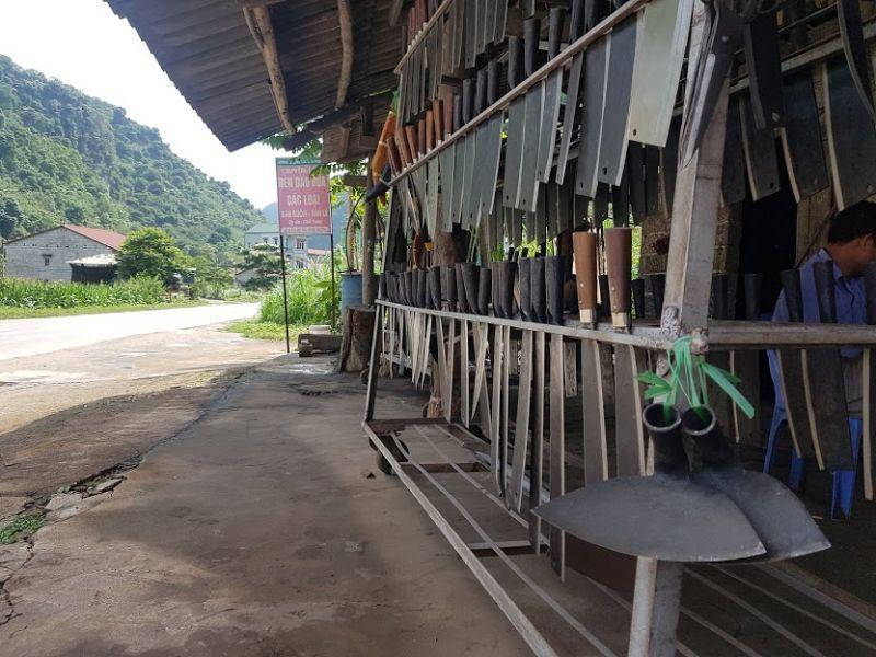 Dao và các sản phẩm của nghề rèn tại xã Phúc Sen