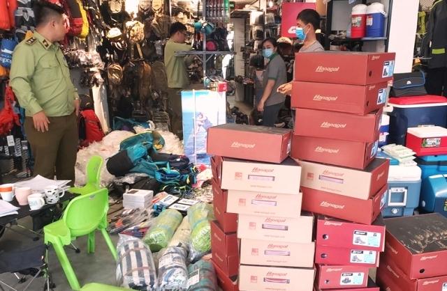 Phát hiện hơn 2.000 sản phẩm hàng hóa nghi giả mạo thương hiệu, không rõ nguồn gốc xuất xứ