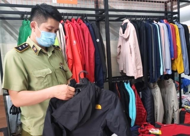 Cục QLTT TP.Đà Nẵng đã lập biên bản, tạm giữ toàn bộ lượng hàng hóa trên để tiếp tục xác minh làm rõ.