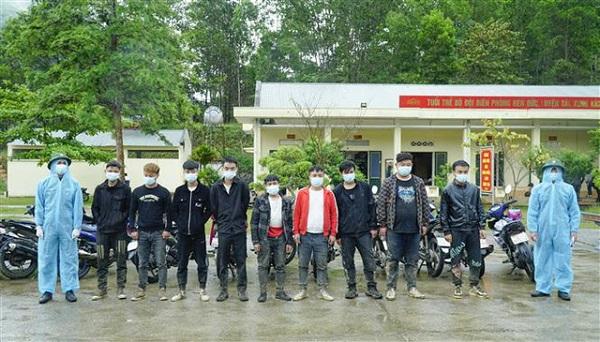 Các đối tượng người Trung Quốc xuất cảnh trái phép bị bắt giữ (Ảnh: TTXVN)