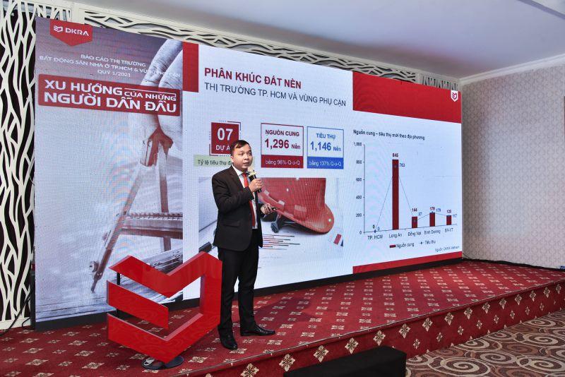 Ông Võ Hồng Thắng - Trưởng phòng R&D DKRA Vietnam trình bày những diễn biến đáng chú ý của thị trường Bất động sản Nhà ở TP.HCM và vùng phụ cận trong Quý 1
