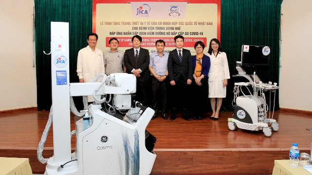 Lễ bàn giao 03 thiết bị y tế tại BVTW Huế