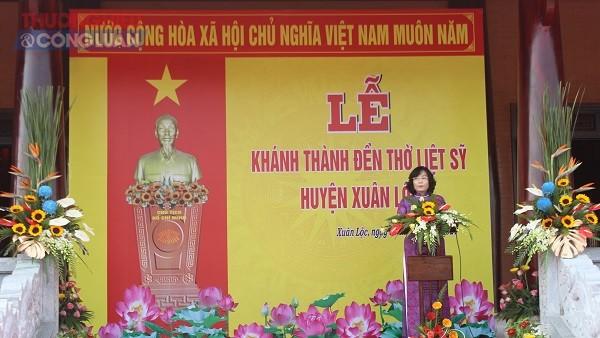 Bà Nguyễn Thị Cát Tiên, Chủ tịch UBND huyện Xuân Lộc phát biểu tại buổi lễ