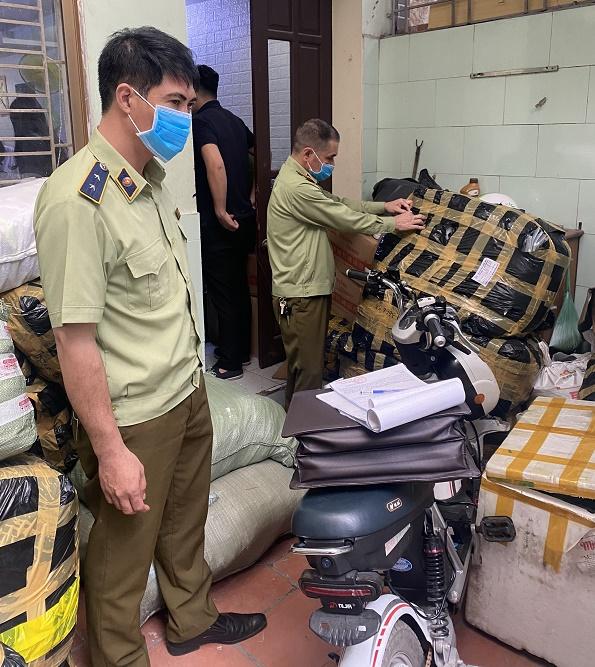 Lực lượng chức năng TP Hải Phòng mới đây đã phát hiện và tạm giữ gần 1.000 sản phẩm hàng hóa không rõ nguồn gốc xuất xứ