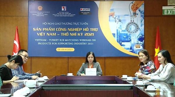 Bà Nguyễn Thị Thu Thủy – Phó Giám đốc Trung tâm Hỗ trợ Xuất khẩu (giữa) phát biểu khai mạc phiên toàn thể hội nghị