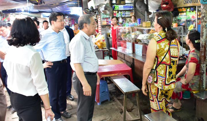 Kiểm tra, chấn chỉnh khu vực chợ Đông Ba