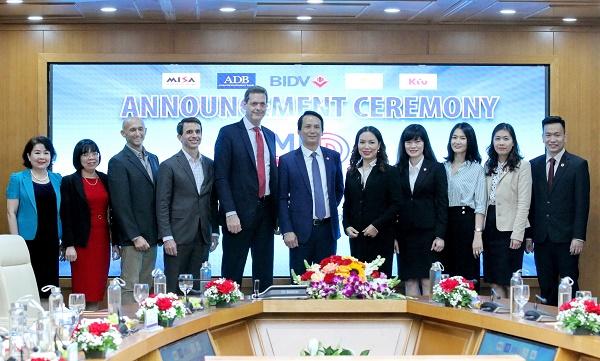"""Các đại biểu tham dự Lễ công bố chương trình """"SME Digitrans"""""""