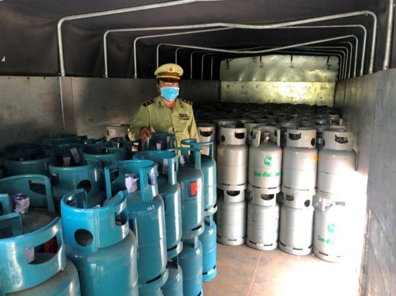 300 bình gas có dấu hiệu giả mạo nhãn hiệu bị lực lượng chức năng bắt giữ