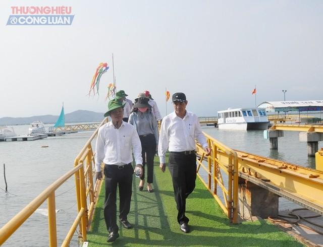 Đoàn công tác đi tham quan bằng tàu thuyền PPC