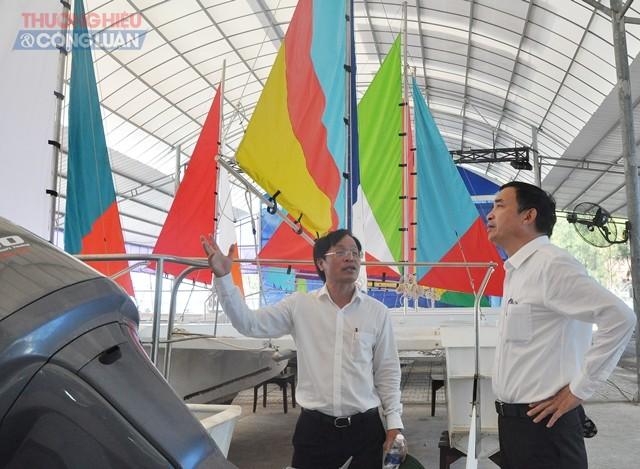 Chủ tịch HĐQT Công ty CP Vũng Tàu – Marina Vũ Văn Đảo giới thiệu mô hình tàu thuyền công nghệ mới PPC với Chủ tịch UBND thành phố Đà Nẵng Lê Trung Chinh