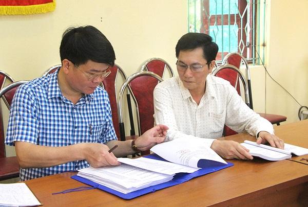 Ủy ban bầu cử xã Hà Lộc tập hợp biên bản hội nghị lấy ý kiến nhận xét, tín nhiệm của cử tri nơi cư trú đối với người được giới thiệu tham gia ứng cử đại biểu HĐND các cấp