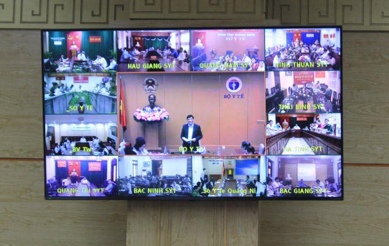 Quang cảnh hội nghị trực tuyến về công tác phòng chống dịch COVID-19 với 63 tỉnh, thành phố trên toàn quốc sáng 16/4
